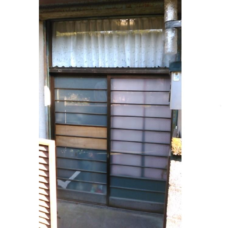 玄関ドアリフォーム前の写真